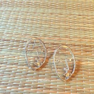 SILVER WINK FACE EARRINGS